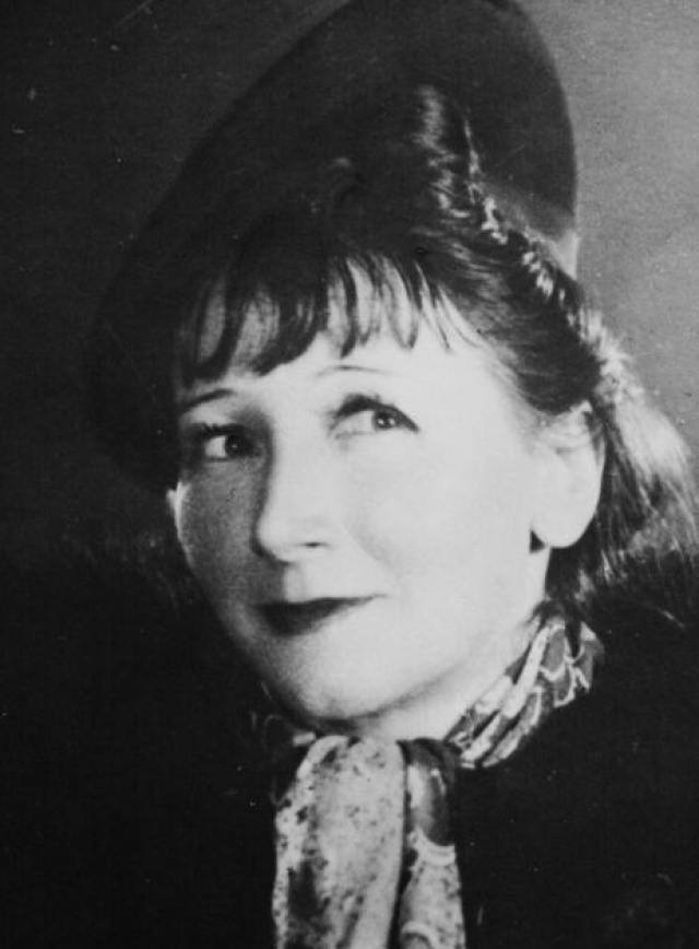 В первой кинокартине Екатерина Васильевна появилась в 1930 году и выглядела примерно вот так.