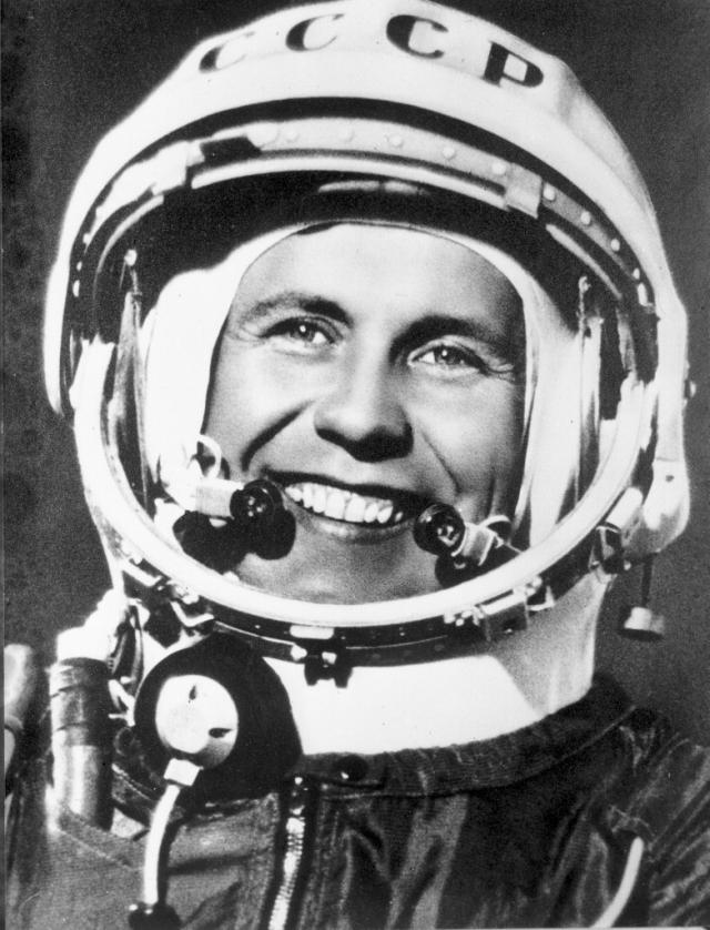 """Павел Попович. 12 - 15 августа 1962 года совершил на корабле """"Восток-4"""" первый в мире групповой полет двух пилотируемых кораблей, за который получил звание Героя Советского Союза."""