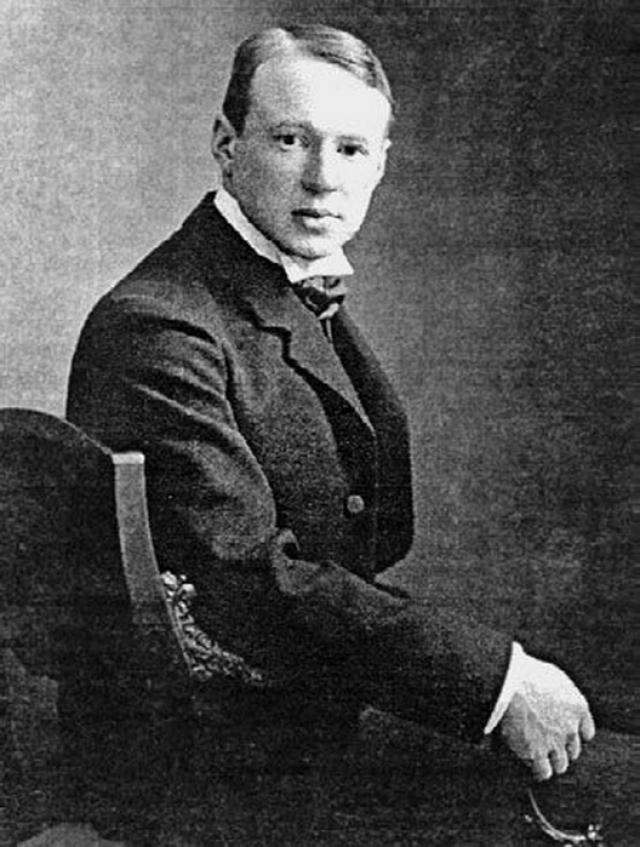 Именно он в 1914 году познакомил поэтессу со своим лучшим другом, поэтом и художником Борисом Анрепом. Между ними закрутился бурный роман с редкими и пылкими встречами.