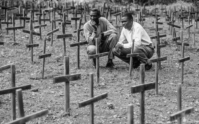 По официальным данным правительства Руанды, число погибших составило 937 тысяч человек, по другим данным, принятым ООН - 800 тысяч. В целом диапазон оценок количества жертв геноцида колеблется от 500 тысяч до 1 миллиона человек.