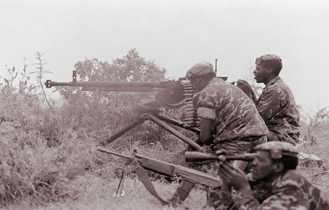 В ночь на 7 апреля боевые действия начинает отряд РПФ в 600 человек, расквартированный на окраине Кигали в соответствии с Арушскими соглашениями августа 1993 года. В тот же день на севере страны начинают боевые действия основные силы РПФ.