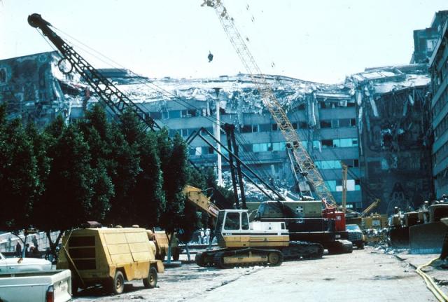 Согласно официальной государственной статистике, в результате землетрясения, погибло около 10 000 человек, ранено 30 000 и 100 000 остались без крова, 412 зданий были разрушены, а более 3000 серьезно повреждены.