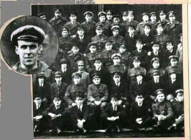 Фредди Джексон был механиком Королевских ВВС во время Первой Мировой войны и погиб в 1919 году после того, как его ударило пропеллером. Но через два дня он показался на групповой фотографии эскадрильи, выглянув из-за головы лучшего друга.