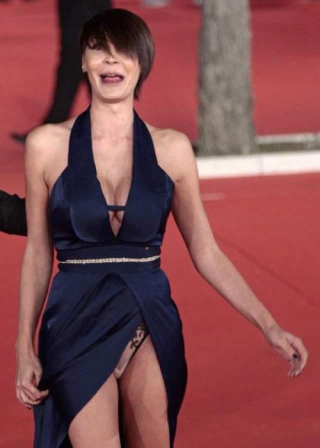 А итальянская актриса Саманта Микеле Капитони является самым ярким примером демонстрирования самых интимных мест.