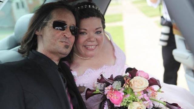 А 30 марта 2013 года Даллас Винс – первый американец, перенесший операцию по полной пересадке лица, – женился на Джеми Нэш – жертве автомобильной катастрофы.