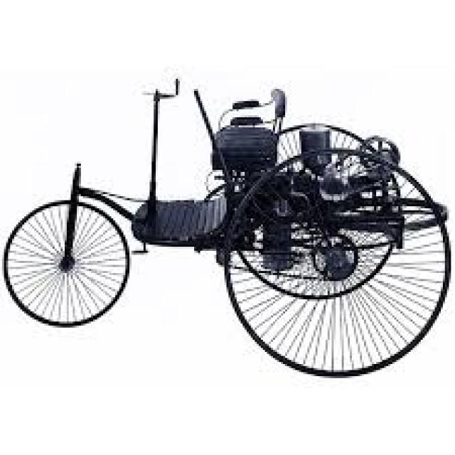 Машина развивала небольшую по сегодняшним меркам скорость – 16 км/ч, но тогда это была весьма прогрессивная конструкция.