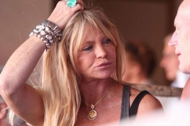Как Голди Хоун выглядит на снимках папарацци.