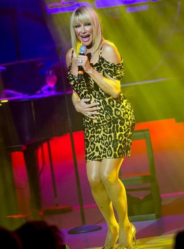 Сьюзан Сомерс. Известный диетолог, актриса, телеведущая, певица и бизнес-леди, а также любительница вызывающих нарядов.