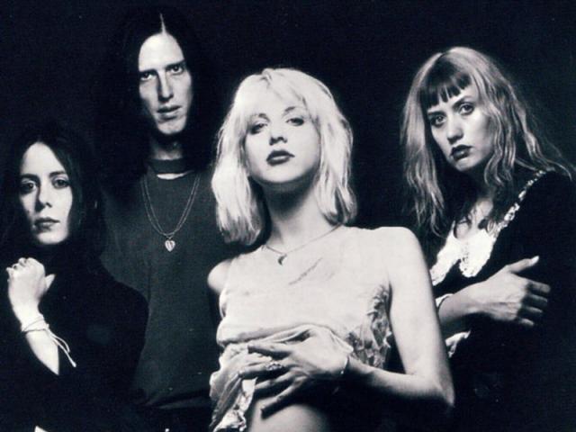 Кортни Лав. Будучи замужем за Куртом Кобейном в начале девяностых, Кортни рисковала остаться в тени его славы. Но она и ее группа Hole стали настоящей силой в мире рока, выпустив пластинку Live Through This в 1994 году.