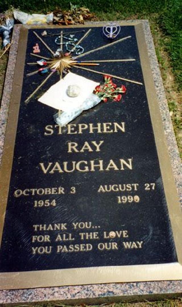"""Похороны состоялись 31 августа в Далласе на кладбище Лорел Лэнд. На церемонии погребения присутствовали лишь родные и близкие.Тогдашний губернатор Техаса Энн Ричардс провозгласил 3 октября (день рождения музыканта) """"Днем памяти Стиви Рэя Воугэна""""."""