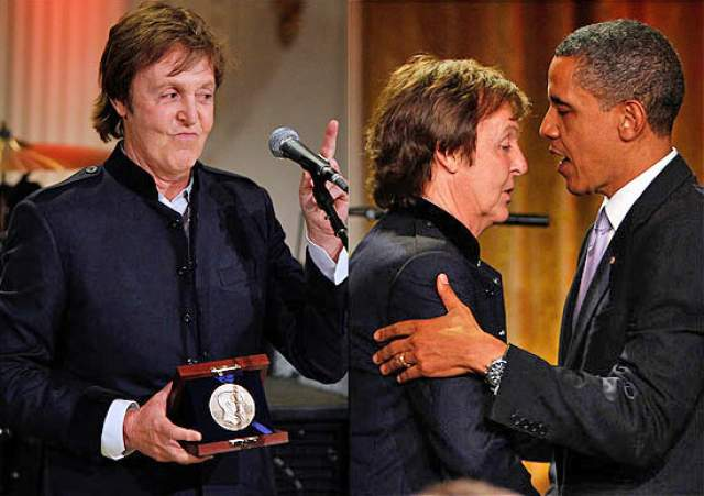 """Пол Маккартни и Барак Обама. На концерте в честь присуждения бывшему """"Битлу"""" премии имени Джорджа Гершвина в 2010 году знаменитости спели вместе."""
