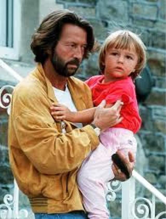 Эрик Клэптон - сын Конор Клэптон, 4 года. В 1991 году страшная трагедия настигла музыканта. Его четырехлетний сын от итальянской модели Лори дель Санто выпал из окна квартиры на 53-м этаже.