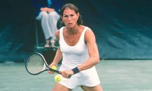 Весной 1975 года Ричард стал Рене, и уже женщиной полностью отдался профессиональному теннису. На этом поприще достиг многого. 1977 год Рене окончила на 22-м месте в рейтинге WTA, а в 1979 году поднялась до 20 места. Тогда же стала полуфиналисткой Открытого чемпионата США.