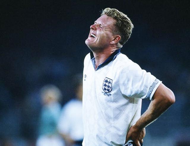 В том же году Пол Гаскойн был главной молодой звездой в составе национальной команды Англии. Кадры с изображением плачущего футболиста после проигранного немцам полуфинала облетели весь мир.