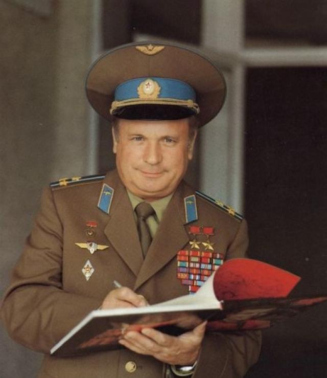 В 1987 году стал начальником факультета Военно-воздушной инженерной академии имени Н. Е. Жуковского.