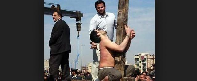 За казнью подофила наблюдало около 3 тысяч жителей города.