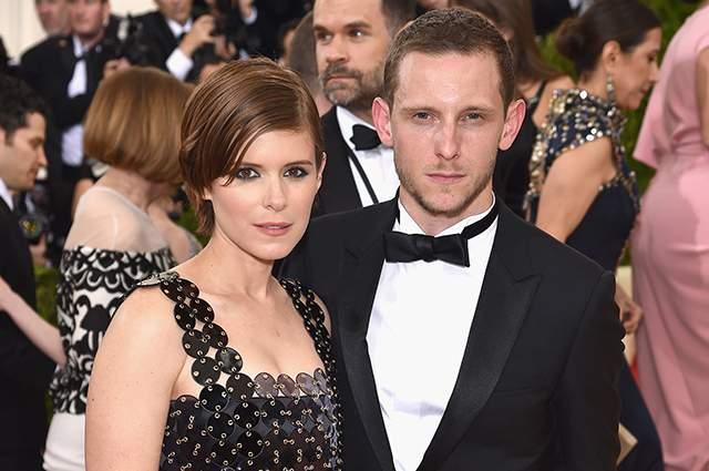 Актер Джейми Белл и актриса Кейт Мара также узаконили свои отношения в этом году.