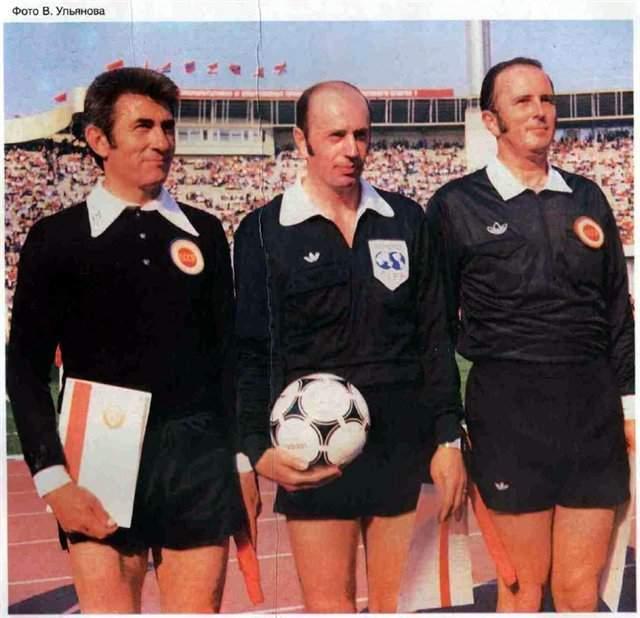 Мирослав Ступар. В матче Франция — Кувейт в рамках ЧМ-1982 французы забили спорный гол в ворота арабов. Советский арбитр засчитал его, и тут к нему вышел шейх Фахд аль-Сабах. Он надавил на Ступара, и тот отменил гол.