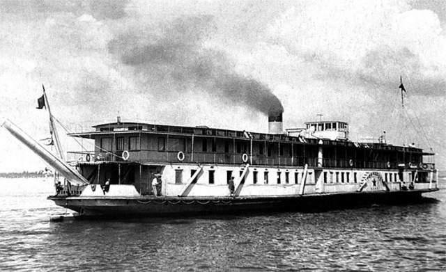 """Пароход """"Композитор Бородин"""" Российский и советский грузо-пассажирский речной пароход со стальным корпусом. Пароход был спущен на воду в 1905 году и назывался """"Чистополец"""". В 1913 году судно было переименовано в """"Иван Сусанин"""", в 1918 в """"Композитор Бородин"""", а во время Сталинградской битвы пароход был переоборудован в санитарно-транспортное судно и назывался СТС-56."""