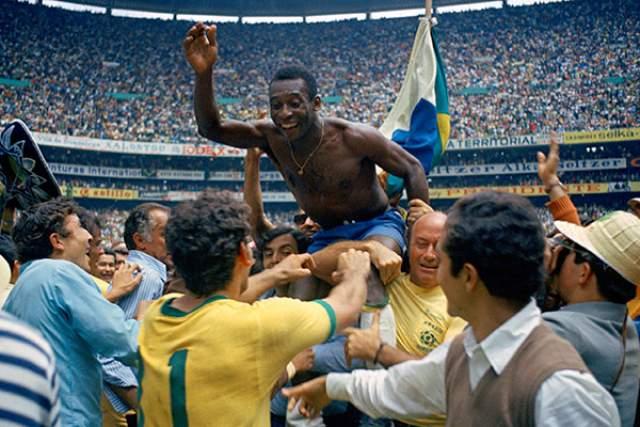 Пеле на ЧМ-1970 в Мексике стал единственным игроком на планете, кто трижды побеждал на чемпионате мира.