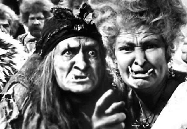 """Окончив школу, Георгий Милляр устроился работать бутафором в местный театр и мечтал о карьере актера. Все роли он знал назубок. И счастливый час в его судьбе настал в 1920 году, когда заболела актриса, исполнявшая роль Золушки. Руководство театра даже намеревалось отменить спектакль, как вдруг кто-то вспомнил о старательном бутафоре. Георгия буквально """"вытолкнули"""" на сцену, и он превосходно справился с задачей, после чего его стали вводить и на другие роли."""