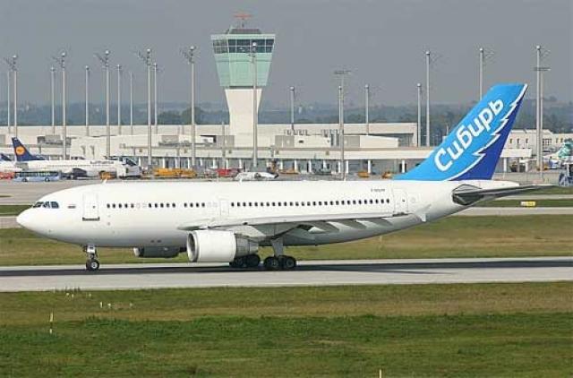 """7 мая 2004 года авиалайнер передан авиакомпании """"Сибирь"""". На день катастрофы лайнер совершил 12 550 полетов и налетал 59 865 часов."""