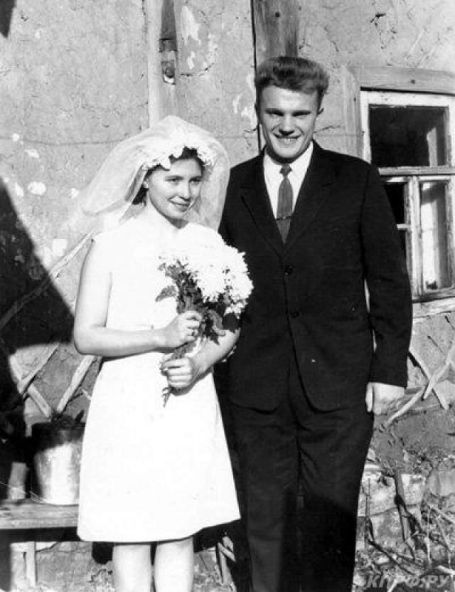 Геннадий и Надежда Зюгановы Геннадий Зюганов женат на Надежде Амеличевой.