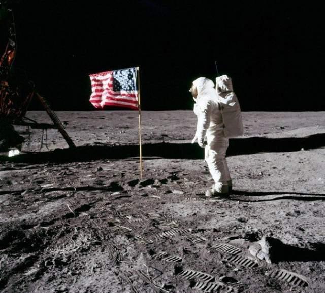 НАСА уничтожило отснятый материал о приземлении на Луну Когда возникла необходимость представить общественности видео знаменитой высадки на Луну в 1969 году, НАСА обнаружило, что записи были случайно стерты, а пленка, на которой они содержались, была повторно использована в целях экономии.