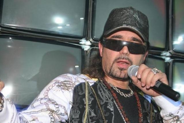 48-летний исполнитель, диджей и танцор мало изменился, записывает альбомы, продюсирует.