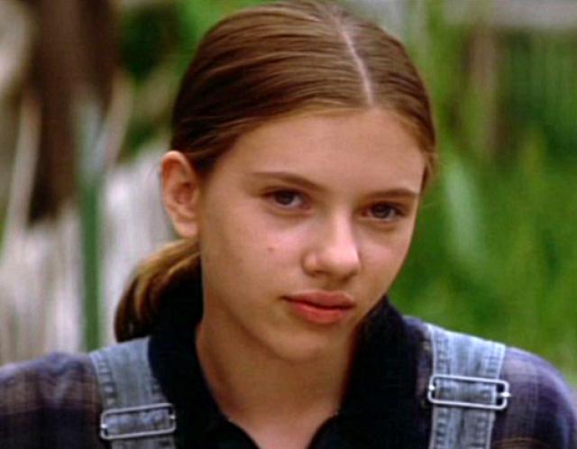 """Ему вторит и актер Роберт Редфорд, ее коллега по фильму """"Заклинатель лошадей"""", с которым Йоханссон играла в тринадцатилетнем возрасте: """"Я отказываюсь верить своим глазам! Здесь явно что-то не так... Малышке уже, должно быть, стукнул тридцатник!"""""""