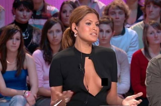 Ева Мендес. Актриса появилась в прямом эфире французского телеканала в очень откровенном наряде, который сильно подвел ее, продемонстрировав зрителям вывалившуюся грудь.
