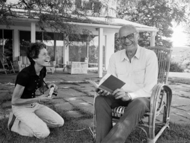 Как только они развелись, а случилось это в январе 1961 года, Миллер тут же женился на другой известной женщине - фотографе Ингеборге Морат.