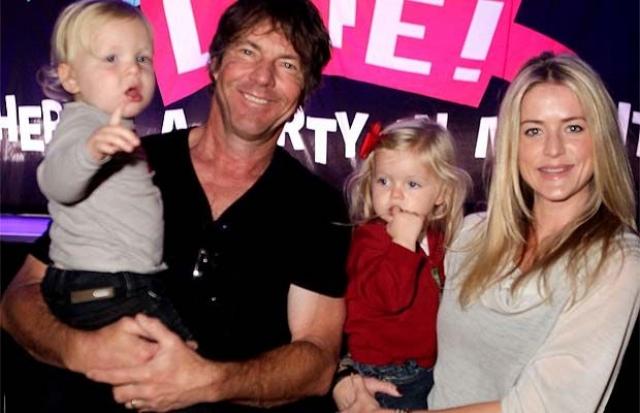 Дэнис Куэйд. Благодаря экстракорпоральному оплодотворению появились на свет близнецы Томас и Зоуи в 2007 году, родителями которых были актер Дэнис Куэйд и его супруга Кимберли Баффингтон.