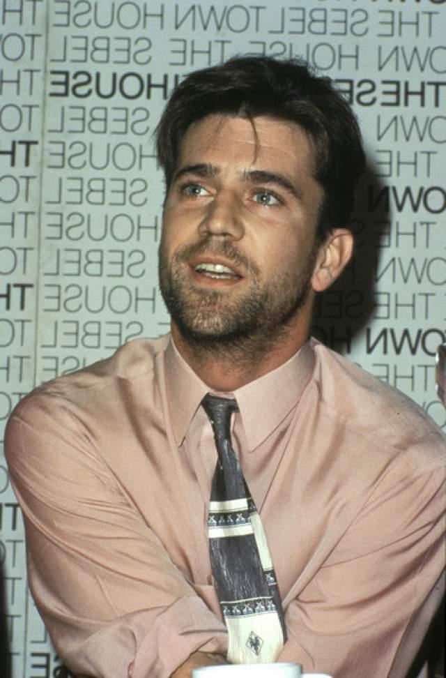 Мэл Гибсон. Актер имеет внушительный стаж и вождения, и пристрастия к алкоголю. Впервые за пьяное вождение его лишили прав на три месяца еще в 1984 году в Онтарио.