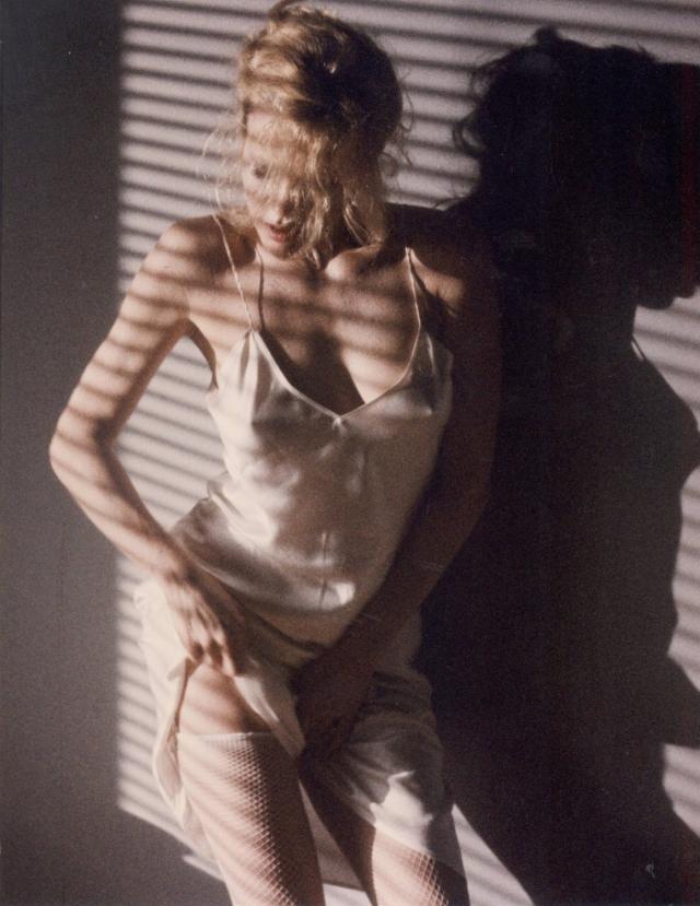 """Бывшая модель и """"девушка Джеймса Бонда"""" с внутренним трепетом приняла предложение сниматься в откровенно эротической роли."""