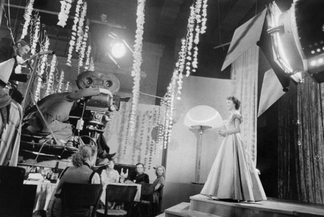 """После большого успеха в """"Карнавальной ночи"""" специально для нее был написан сценарий фильма """"Девушка с гитарой"""", однако этот фильм не имел такого успеха, после чего за ней закрепился """"штамп"""" актрисы легкого, танцевального жанра."""