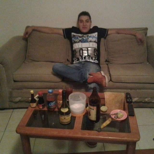 21-летний Оскар Отеро Агуляр в 2014 году пытался впечатлить подписчиков селфи с пистолетом товарища.