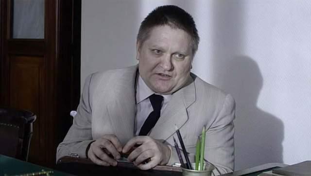 """В начале """"нулевых"""" у Русскина практически не было ярких ролей в кино, зато теперь он – весьма востребованный актер. Он играл в фильмах """"Чужой район"""", """"Ленинград 46"""", """"Куба"""", """"Доктор Рихтер"""" и др.)."""