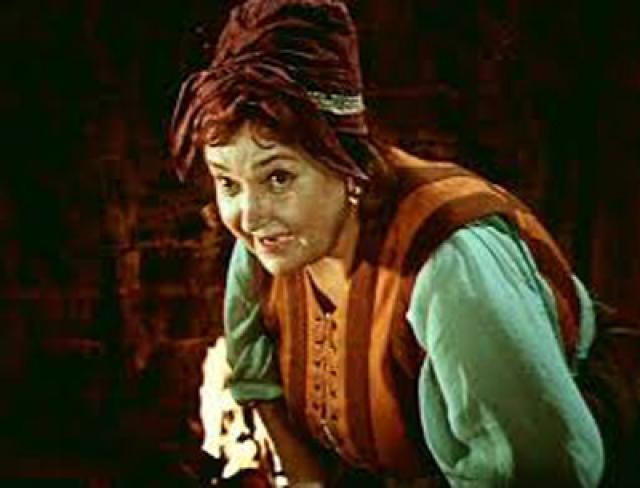 """В кино актриса снималась мало и запомнилась зрителям благодаря характерным отрицательным персонажам из сказок. Среди её ролей: Баба Бабариха , Царица-Водяница, мачеха в """"Двенадцати месяцах""""."""