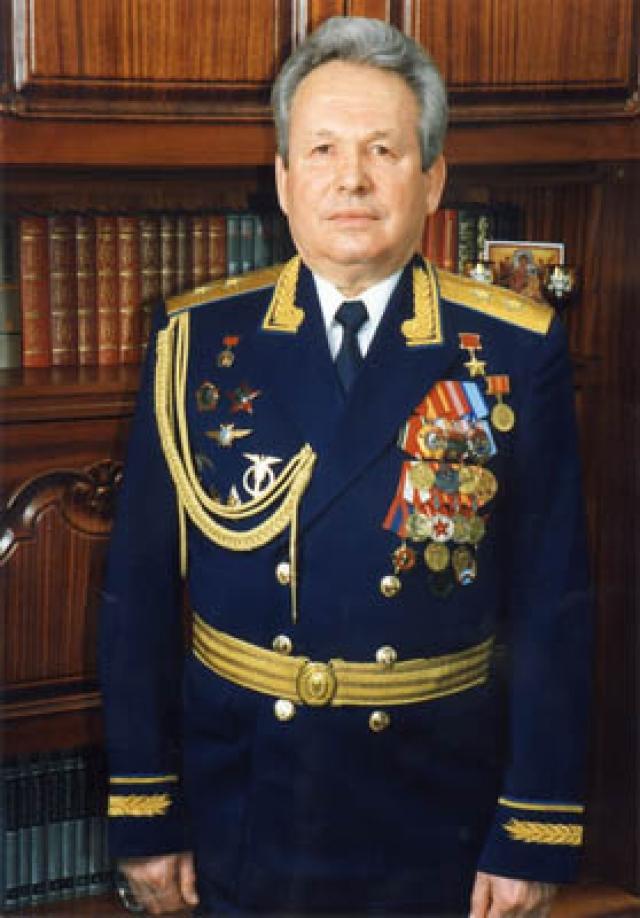 В 1979 отчислен из отряда в связи с переводом на летную должность в ВВС, откуда в 1990 году уволен в запас.