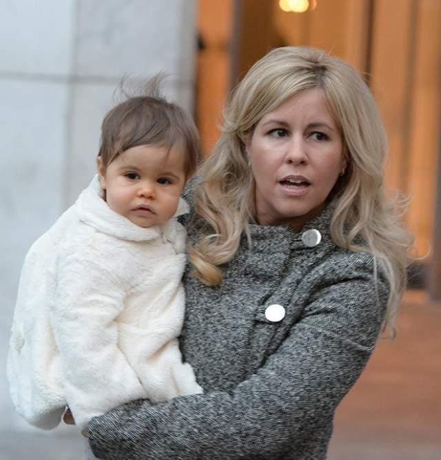 Отцовство Галлахера было подтверждено, и тот не стал дожидаться суда, согласившись содержать внебрачную дочку.