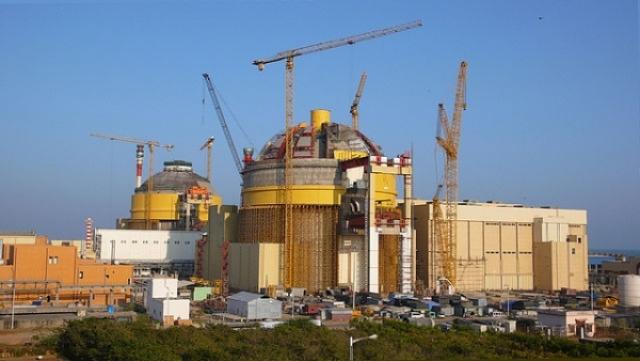 Индия. Штат Тамил-Наду. 9:00 по местному времени (2 часа 31 минута с момента землетрясения). Мадрасская атомная электростанция. Дежурный техник немедленно привел в действие механизм аварийной остановки. В то время, когда отключали Мадрасскую АЭС, волна уже достигла близлежащего рыбацкого поселка Калпаккам.