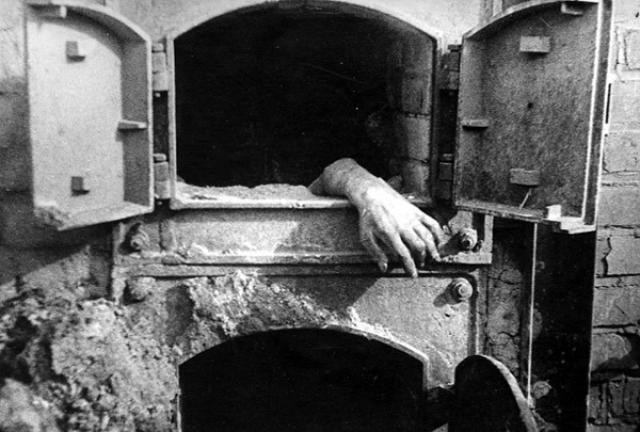 Функционировали мощные крематории для сжигания трупов, помимо них производилось сожжение тел в огромных количествах на специальных кострах.