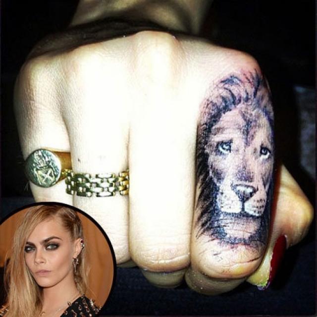 Кара Делевинь. У модели лев… на пальце.