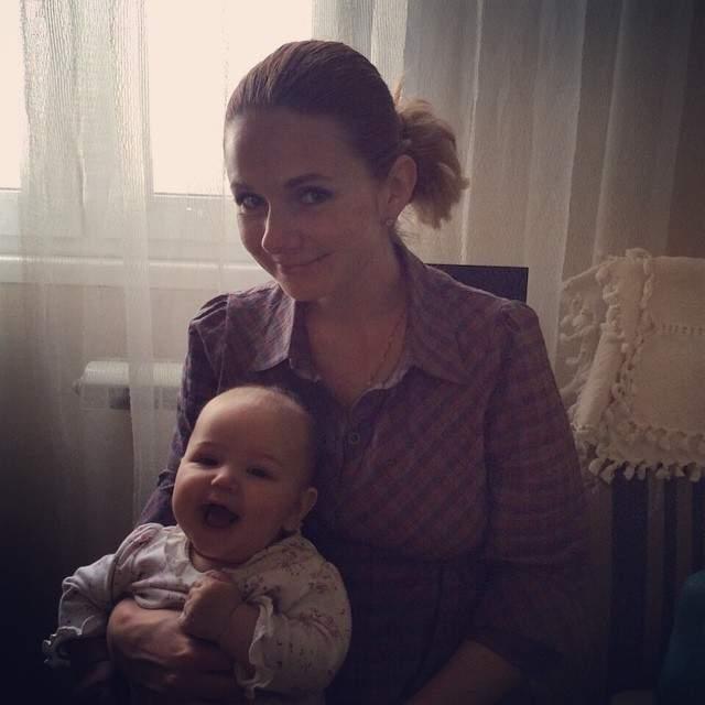 В 2013 году музыканты поженились, а в 2015-м у них появился сын Александр.