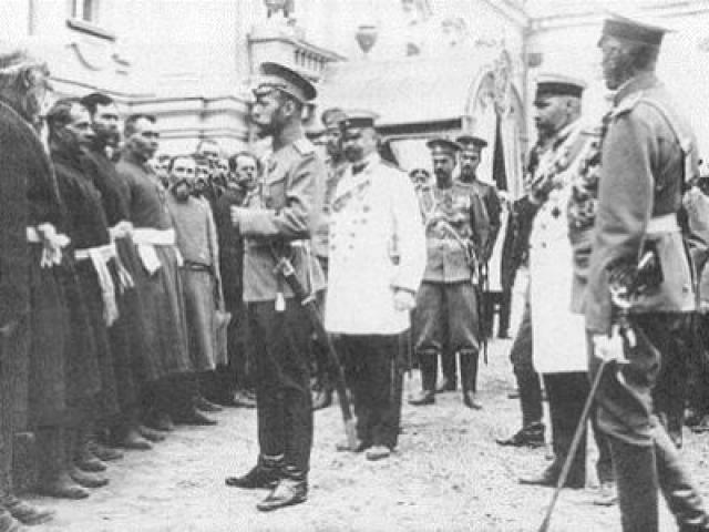 Позже царь принял делегацию рабочих и выразил искреннее сожаление по поводу случившегося. В то же время он осудил массовое шествие, заявив, что идти к нему мятежной толпой – преступление.
