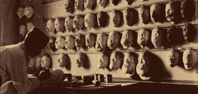 Мужчина делает посмертные маски солдат Первой мировой войны. Мастер действительно создавал маски, но они были сделаны с солдат, которые выжили в войне, получив серьезные травмы лица.