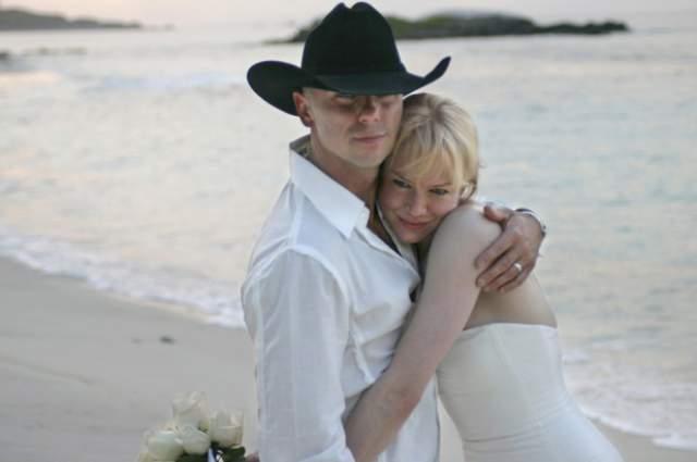 Рене Зеллвегер и Кенни Чесни. Актриса становилась женой лишь единожды - в 2005 году.