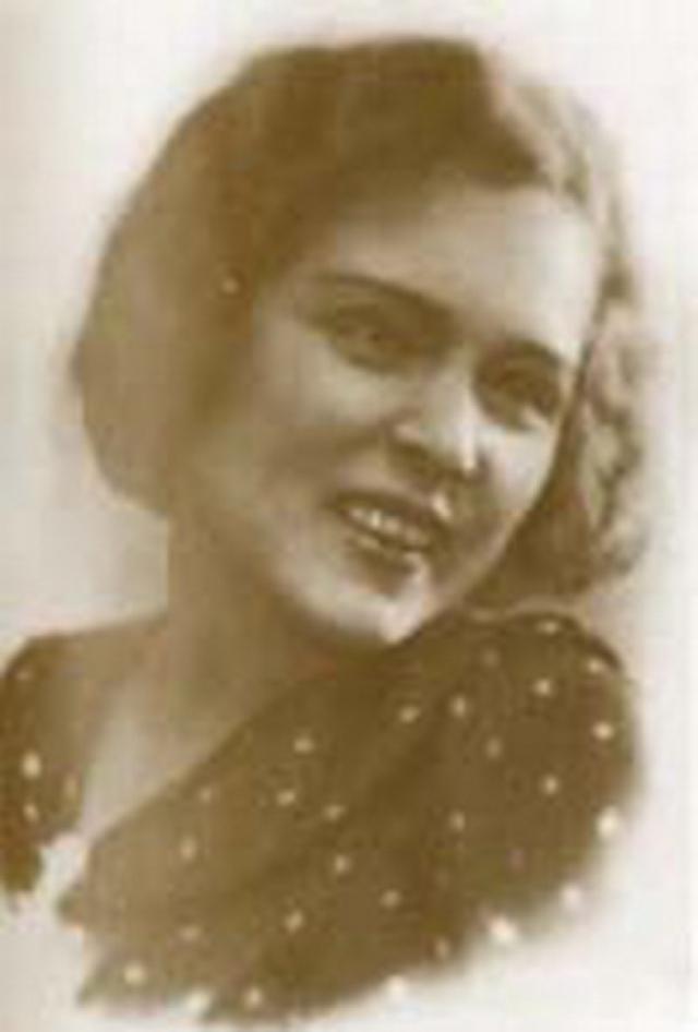 Однако, когда встретил выпускницу химического факультета Конкордию (Кору) Терентьевну Дробанцеву, мнение свое слегка изменил. После того, как она, по его требованию, поклялась, что не будет ревновать его к другим женщинам, с 1934 года они жили вместе в фактическом браке.