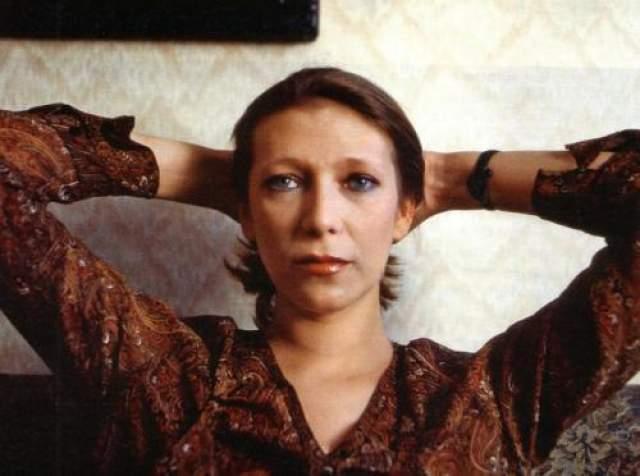 Елена Майорова Едена Майорова успела за недолгую жизнь сняться в 47 фирмах, причем несколько работ вышло на экраны уже после кончины артистки.